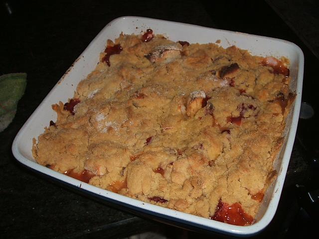 Apple & Strawberry Crumble